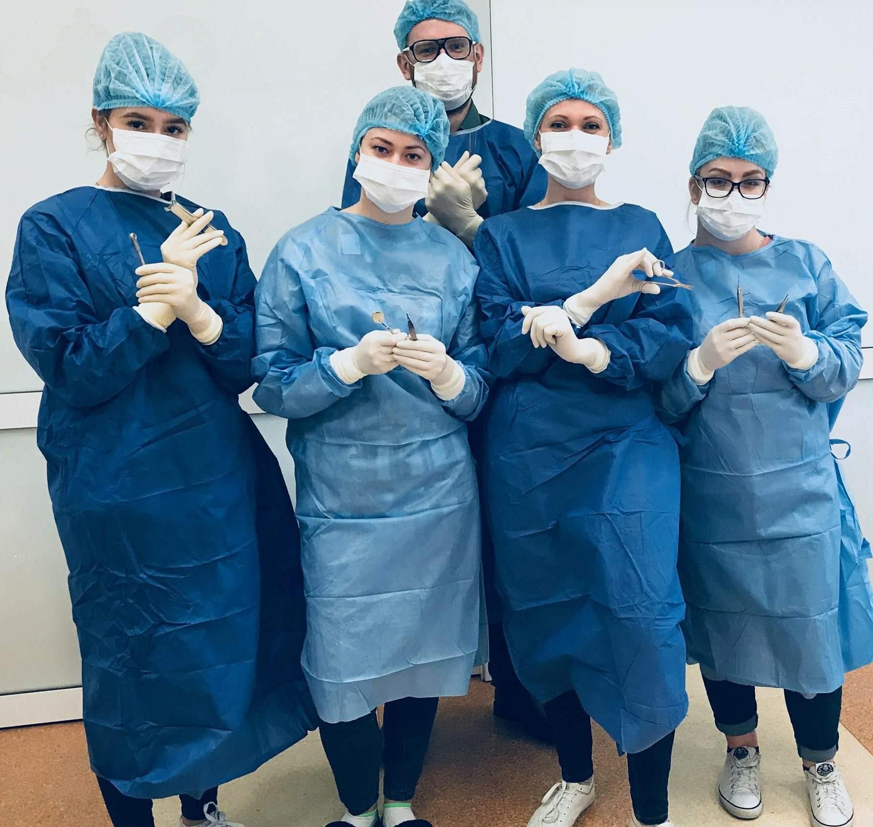 asysta implantologiczna